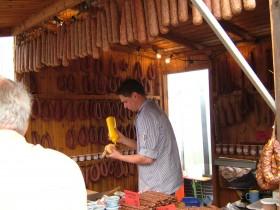 Beim Wurstfest in Eschwege werden die verschiedensten Eschweger Wurstsspezialitäten angeboten
