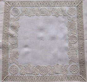 "A straight border (18-1999) – all motifs are decorated with patterns from my book ""Wickelstiche I""."
