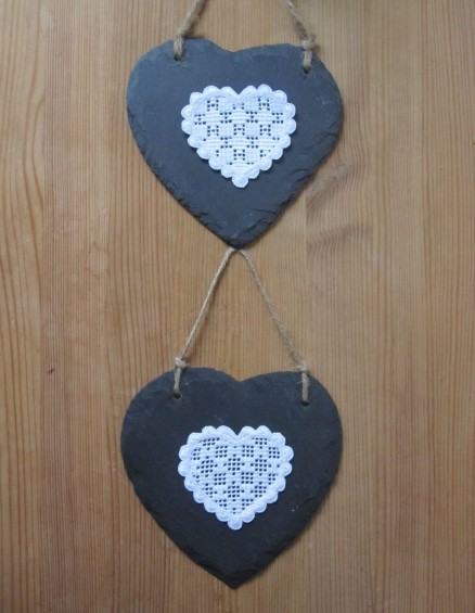 dekorierte Schieferherzen | decorated slate hearts