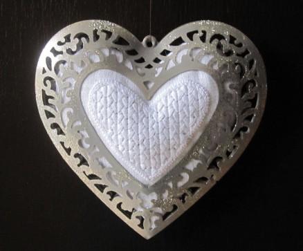 gefülltes Herz im Rahmen platziert | filled heart placed in frame