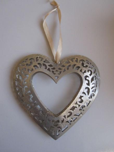 herzförmiger Metallrahmen | metallic heart frame