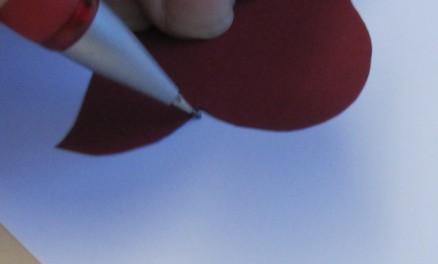 Zeichnen entlang der Schablone | tracing around the stencil