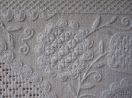 Circle outlined with uniform and evenly distributed half-eyelet scallops. The thread weight is correct, and the stitches have been worked with the appropriate density.