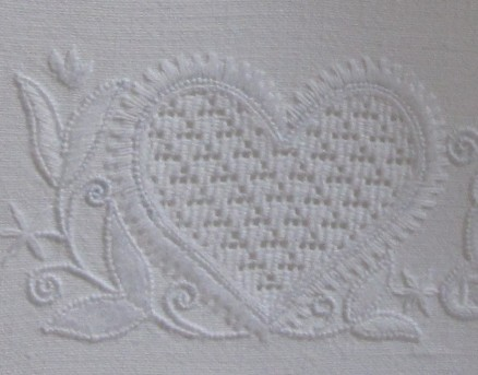 2 short-2 long outlining a heart motif; in the top right the stitches are not completely perpendicular to the outline