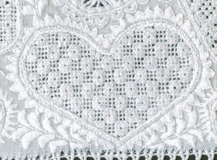 Heart outlined with uneven Blanket stitch points in different sizes. The thread weight is correct with appropriately dense stitches. The bottom part should have an extra point.