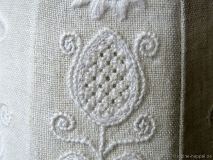 Bud with the Limet-Filling pattern Rose stitches.