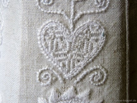 Heart with a Limet-Filling pattern using Satin stitches and Rose stitches.